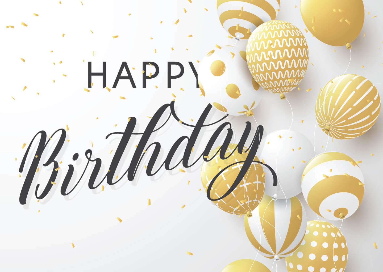 Beyaz zemin üzerine yazılmış siyah puntolu happy birthday yazısı ve yine zeminde bulunan altın renkli balon ve konfeti parçaları