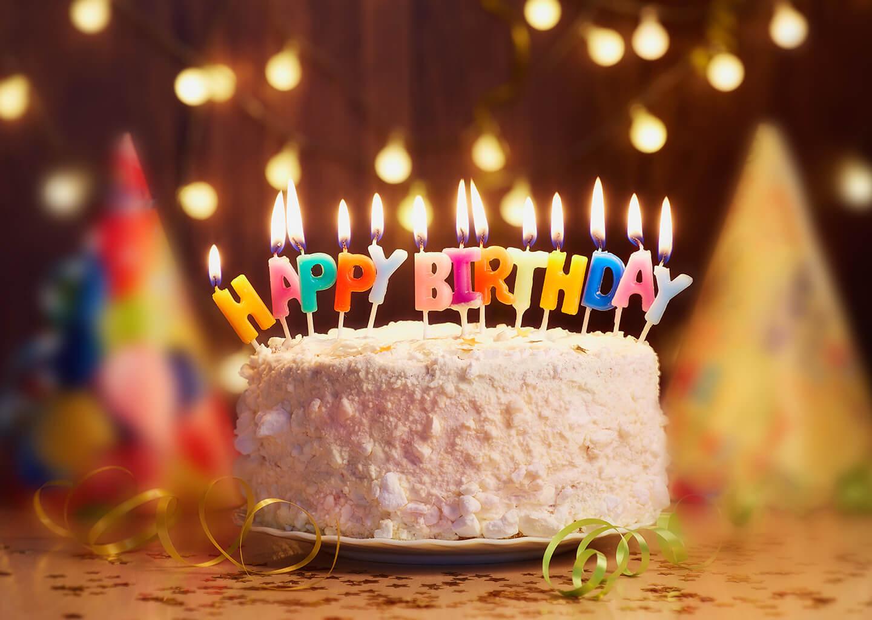mumlarla happy birthday yazan doğum günü pastası