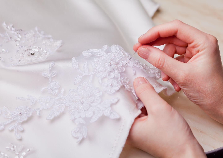Düğün acil durum çantasında bulunması gereken iğne-iplik seti.