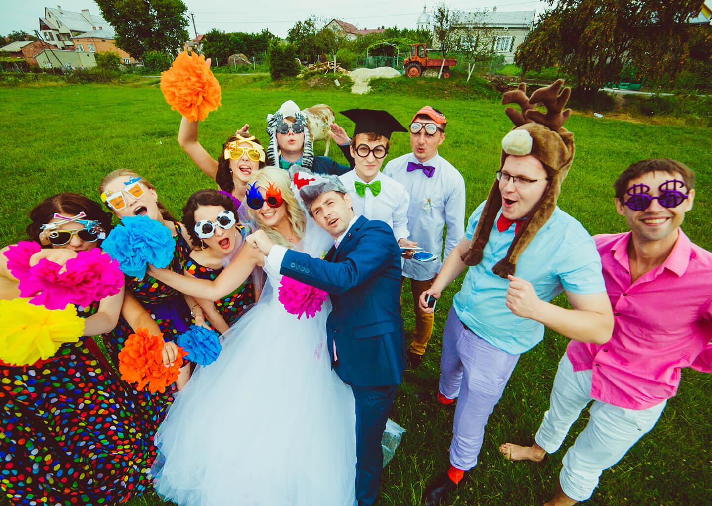 Kova Burcuna Göre Düğün Konsepti Neşeli, Sosyal ve Renkli Bir Düğün Ortamı