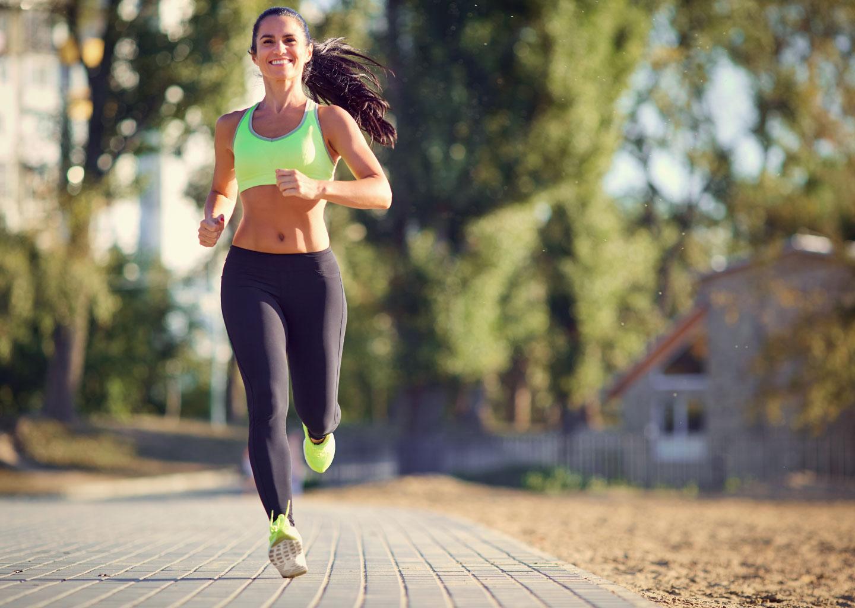 Düğün Stresini Azaltmak için Koşu Yapan Kadın ve Açık Hava