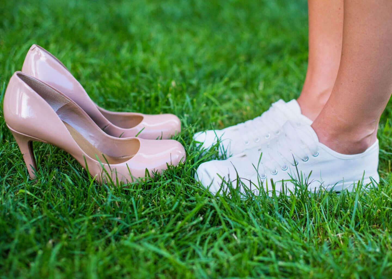 Düğün acil durum çantasında bulunması gereken yedek gelin ayakkabısı.